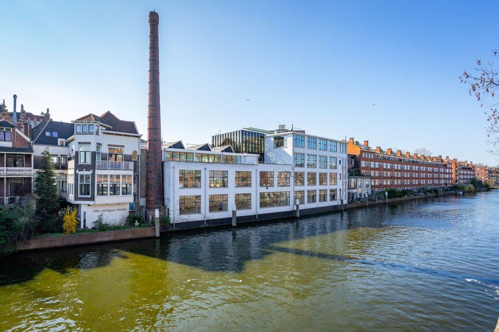 Fabriek van Delfshaven aan de Schie